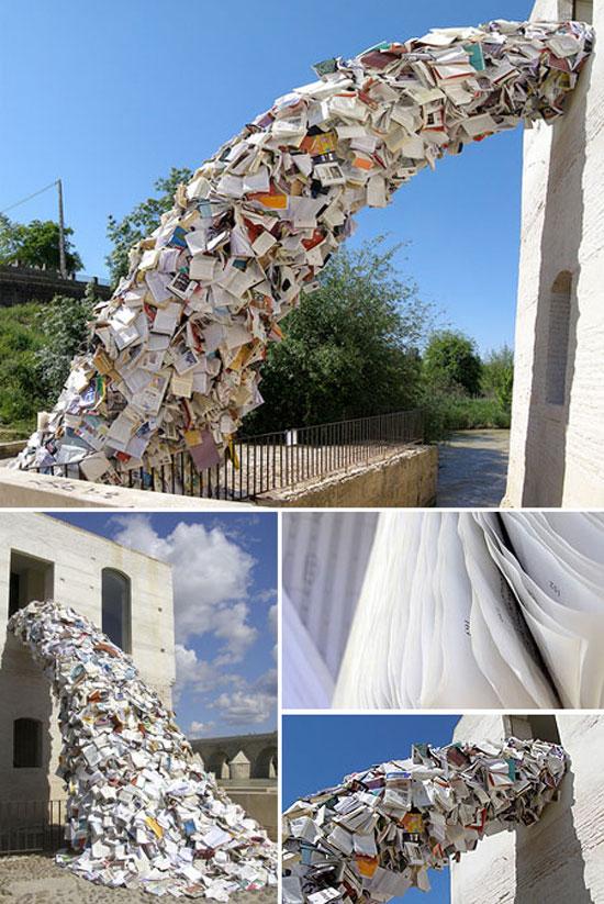 Escultura de livros em Madri